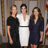 With fellow Estee Lauder spokesmodels Elizabeth Hurley and Hilary Rhoda in 2008