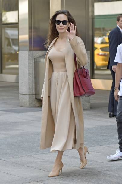 9d6e1fe947682 Five Times Angelina Jolie Mastered Tonal Dressing