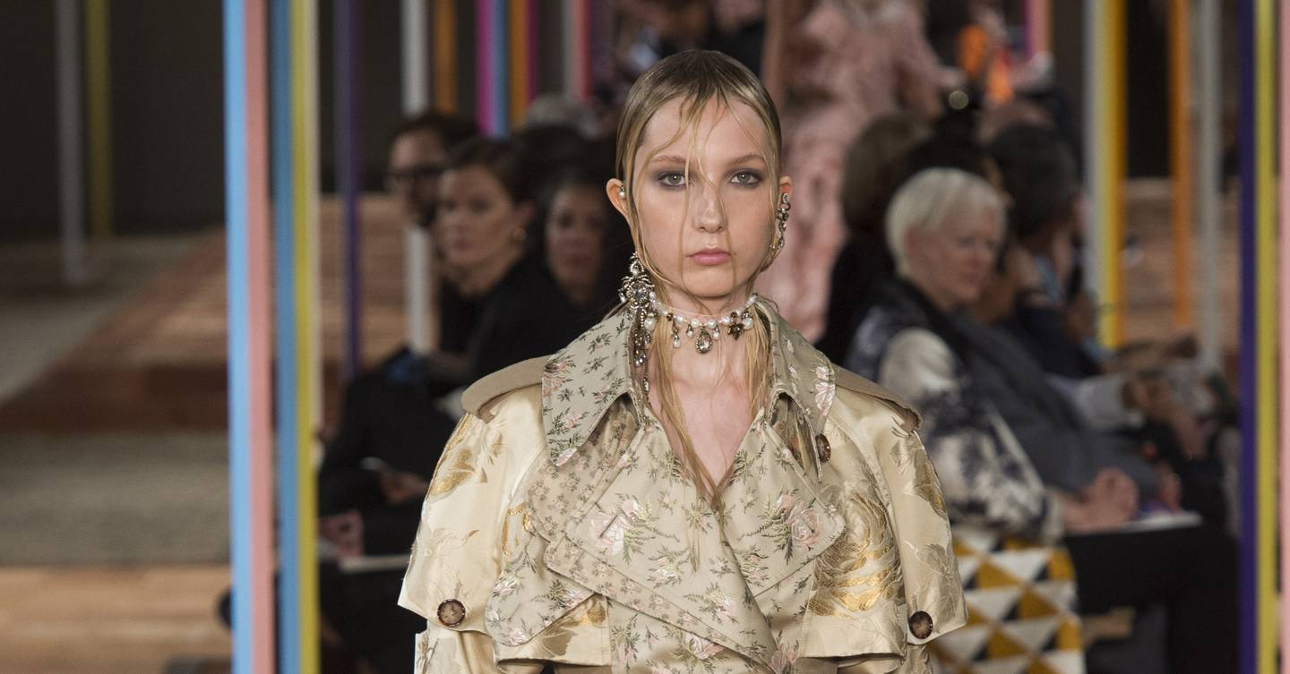 5e9862c5058 Alexander McQueen Spring Summer 2018 Ready-To-Wear show report ...