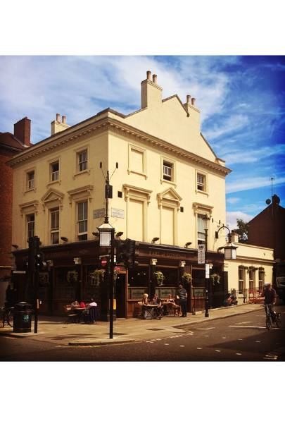 Enjoy a pint at the Earl of Lonsdale