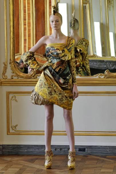 Alexander McQueen Autumn Winter 2010 Ready-To-Wear show report ... e4e8ad882a9
