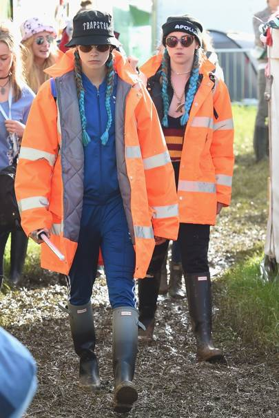 Cara Delevingne Suki Waterhouse Do BFF Braids At Glastonbury ... 2b72945434