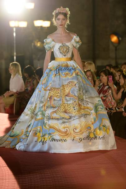 premium selection 30259 8e496 Dolce & Gabbana - Alta Moda Autumn/Winter 2019 Couture show ...