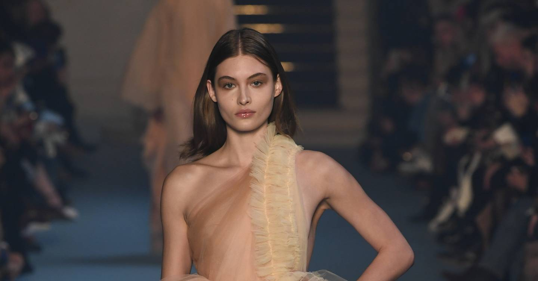 Off White Autumn Winter 2018 Ready To Wear Show Report British Vogue Kaos Pria Pullampampbear Shirt Black Grey
