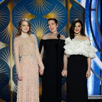 """Olivia Colman gave a shout out to her """"bitches"""""""