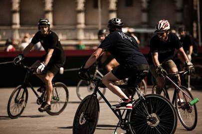 To celebrate the 92nd edition of PItti Uomo, the Piazza Santa Maria Novella in Florence hosted the Bike Polo Tournament with eight teams representing France, Germany, Hong Kong, Italy, Japan, the UK and the USA. Each team of three debuted the low-top Christian Louboutin sneaker, Aurélien.