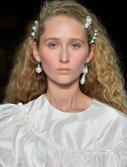 Cool Pearls The 10 Best Earrings To Wear Now