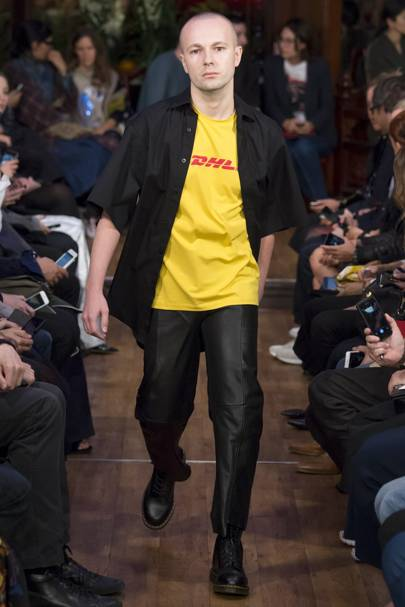 Populaire Vetements Spring/Summer 2016 Ready-To-Wear show report | British Vogue XQ82