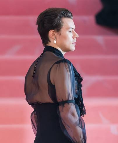Harry Styles's Mixes The Masculine And Feminine