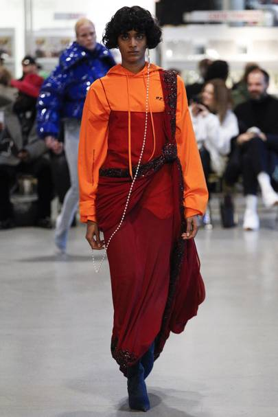 Populaire Vetements Spring/Summer 2017 Ready-To-Wear show report | British Vogue XQ82