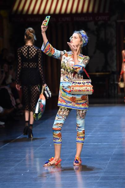 Dolce & Gabbana's Selfie Girls