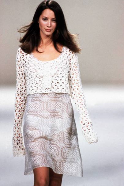 Christy Turlington walking in the John Rocha spring/summer 1994 show