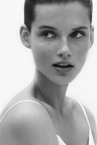 Omorovicza Lightening & Brightening Facial