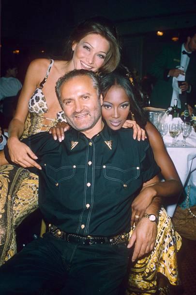 Gianni Versace, Carla Bruni, Naomi Campbell, 1992