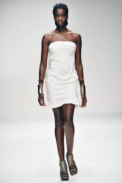 5819a708dfb5 Amanda Wakeley Spring Summer 2011 Ready-To-Wear show report ...