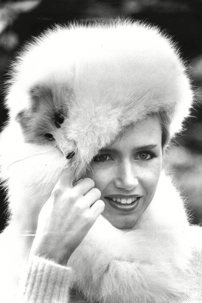 A model wearing a Frederick Fox hat, May 1980