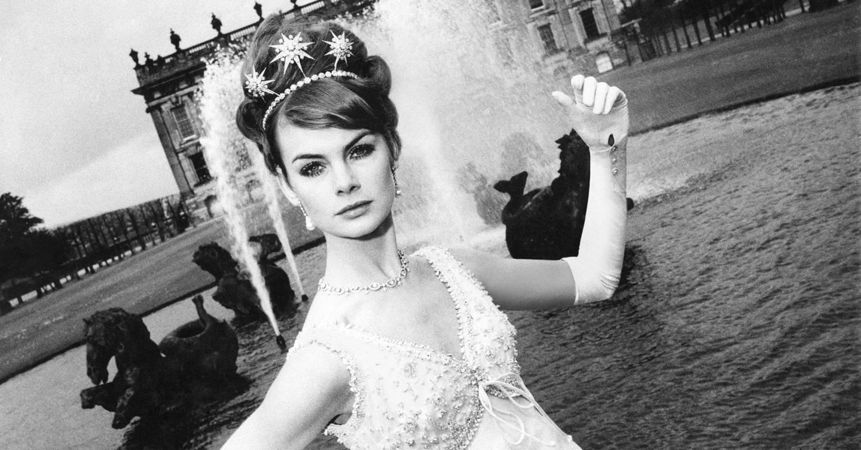 Fashion week Full Wedding headdress a la vogue queen for woman