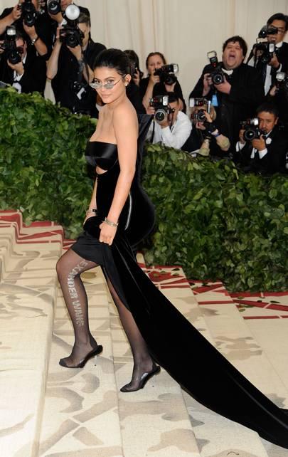 5bf40f9f1c903 At The Met Gala, Kylie Jenner Returned To The Red Carpet In True Kylie  Jenner Style