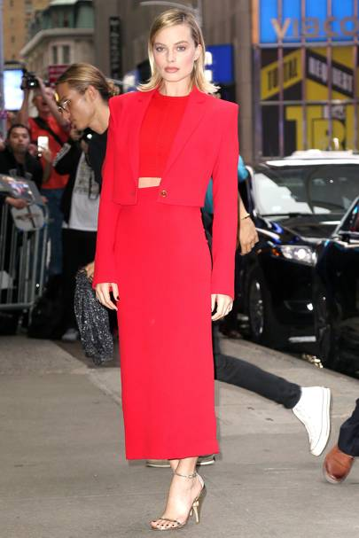 b7dedcadefad Margot Robbie Works New-Season Versace