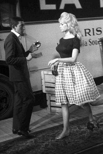 1958 Brigitte And Serge Gainsbourg Starred Together In Voulez Vous Danser Avec Moi This Scene Bardot S Curves Are Accentuated With A Full Gingham