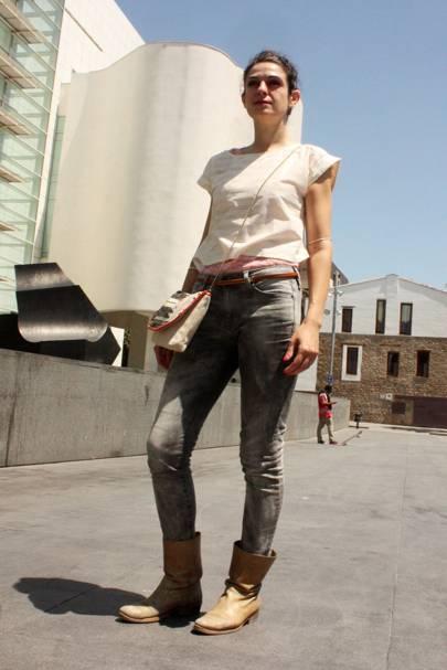 Azucena Ferrer, assistant art director