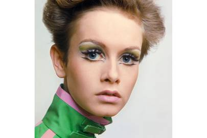 Twiggy, Vogue June 1967, by Ronald Traeger. Hair design by Gordon.