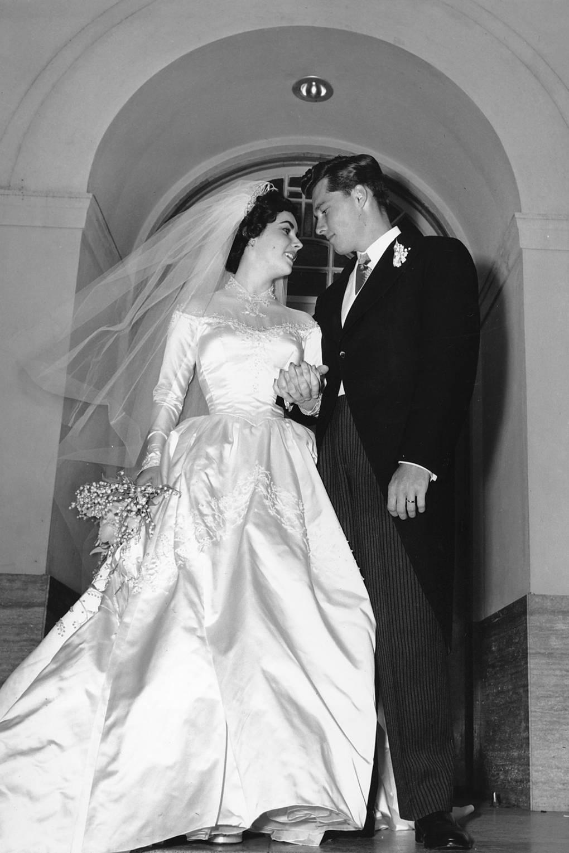 Elizabeth Taylor Wedding Dress For Sale At Christies British Vogue