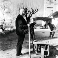 Monsieur Dior instructing a gardener at the Château de la Colle Noire.