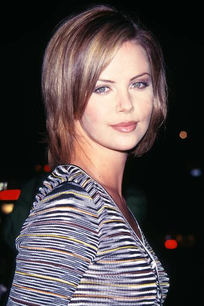 Charlize theron red carpet hair and hairstyles british vogue january 1997 urmus Image collections