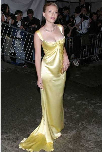 Scarlett Johansson in Calvin Klein at the 2004 Met Gala. 6b359dd69
