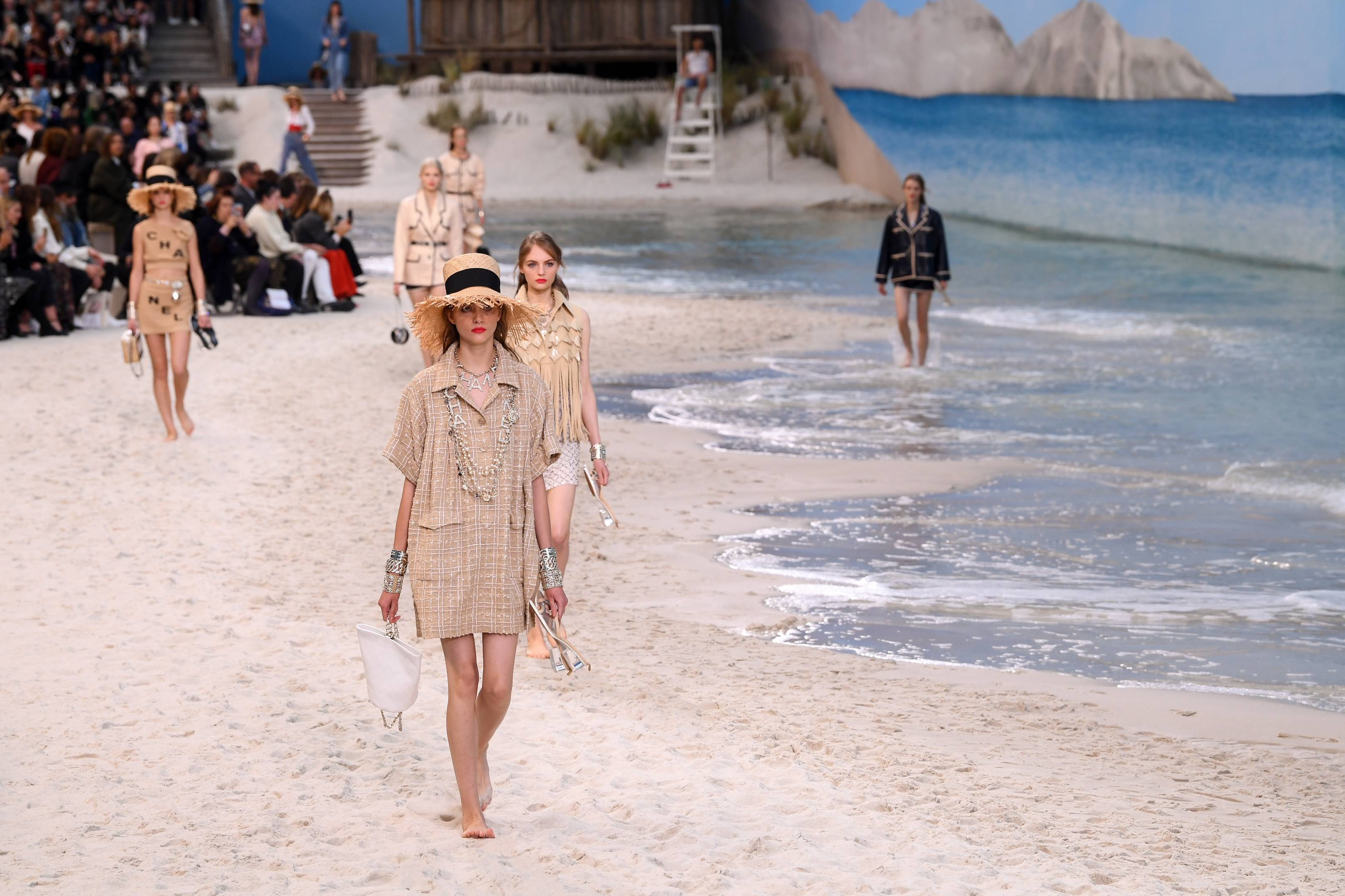 b91cf76cab44 The Most Breathtaking Chanel Show Sets