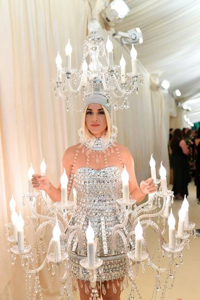 "Katy Perry Sang ""Chandelier"" While Wearing A Chandelier"