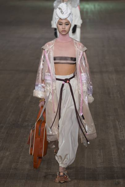 Marc Jacobs Springsummer 2018 Ready To Wear Show Report British Vogue