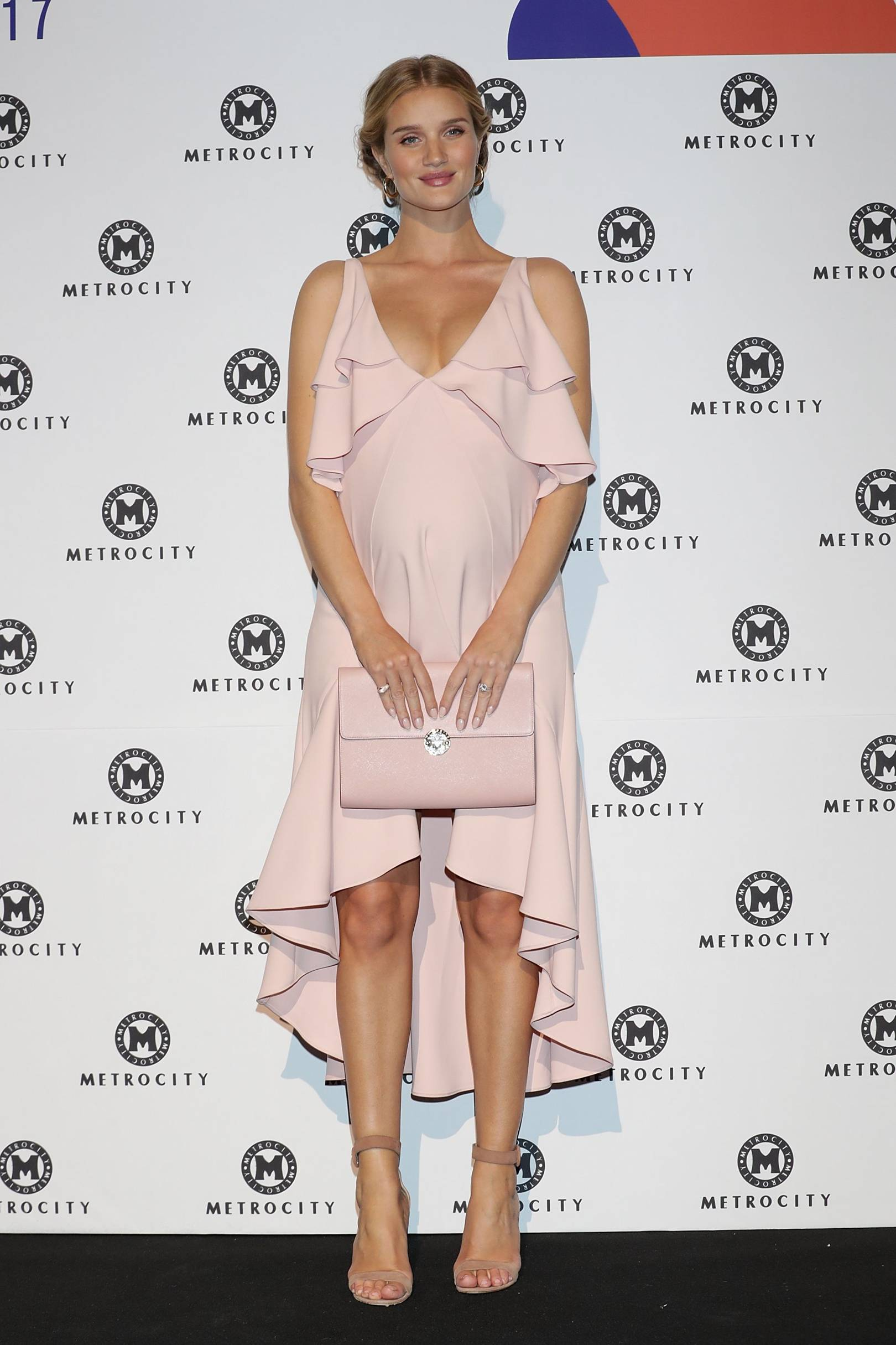 106accff447f5 Celebrity Maternity Style Pregnant Fashion Inspiration | British Vogue