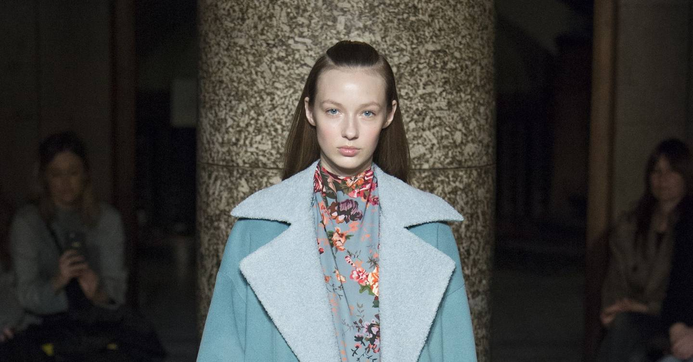 Emilia Wickstead Autumn Winter 2017 Ready To Wear Show Report Mille Shopia Top Creme Beige L British Vogue