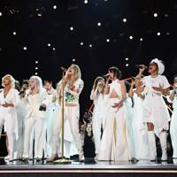 Kesha Takes The Night To An Emotional Summit