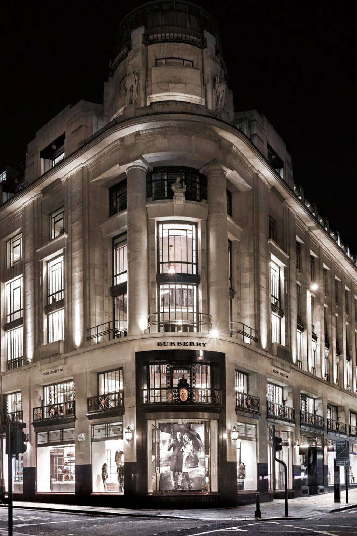 Vogue OpensBritish Regent Flagship Burberry Street ymnO8vN0w