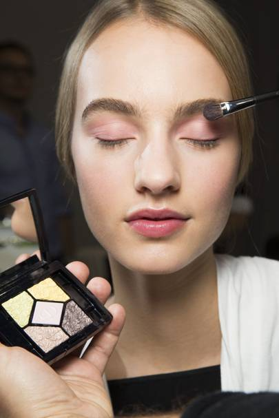 6a3da3ea454 The difference that good make-up brushes can make to your beauty regime is  nothing short of amazing - why else do you think every good make-up artist  has a ...