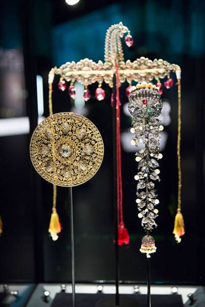 Hair and turban ornaments heavily embellished with precious jewels c.1850-1910  Credit: Bejewelled Treasures, The Al Thani Collection, Servette Overseas Limited 2014 Victoria and Albert Museum. Photograph Prudence Cuming Associates Ltd