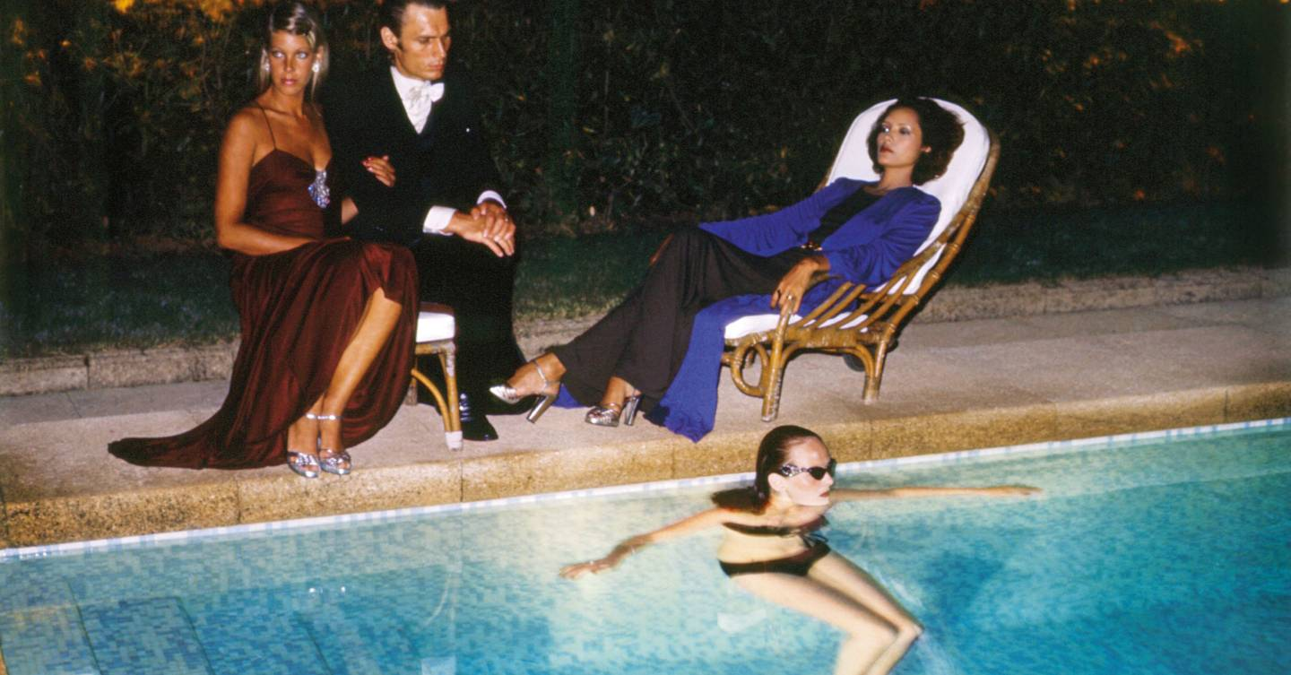 Holiday Glamour: How To Look Fabulous Lounging By The Pool