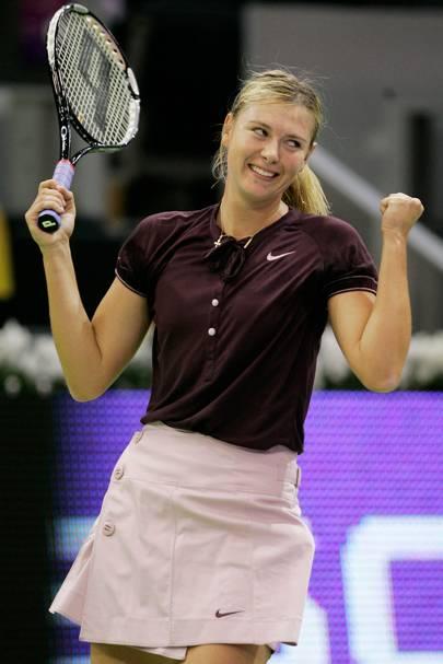 Tennis player under skirt pussy shot