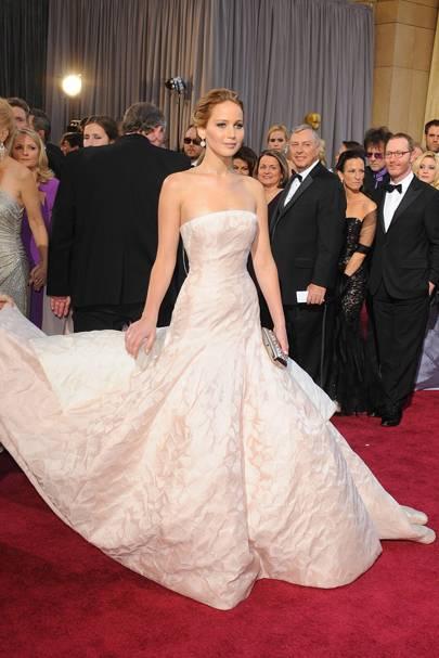 Jennifer Lawrence Oscars Fall - Dior Couture Dress - Last Minute ...