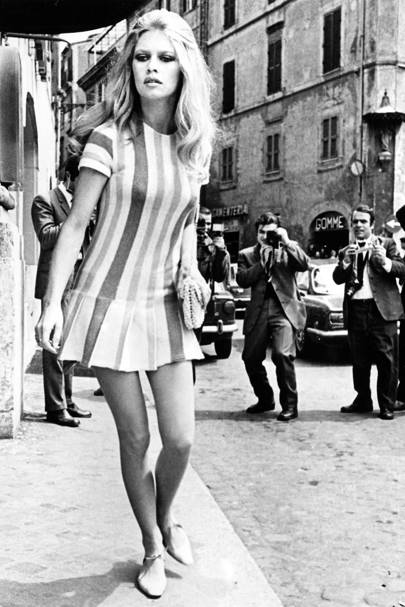 1970 Wearing A Short Striped Drop Waisted Dress She Was Pursued By The Paparazzi As Left Forum Hotel In Rome