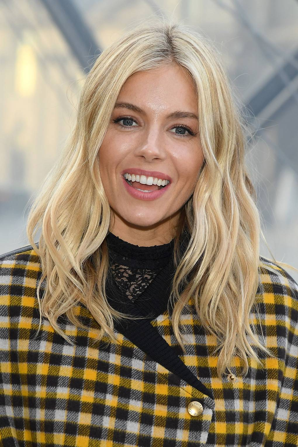6ccf723bb2 Sienna Miller Hair And Hairstyles Vogue Covers And Red Carpet ...