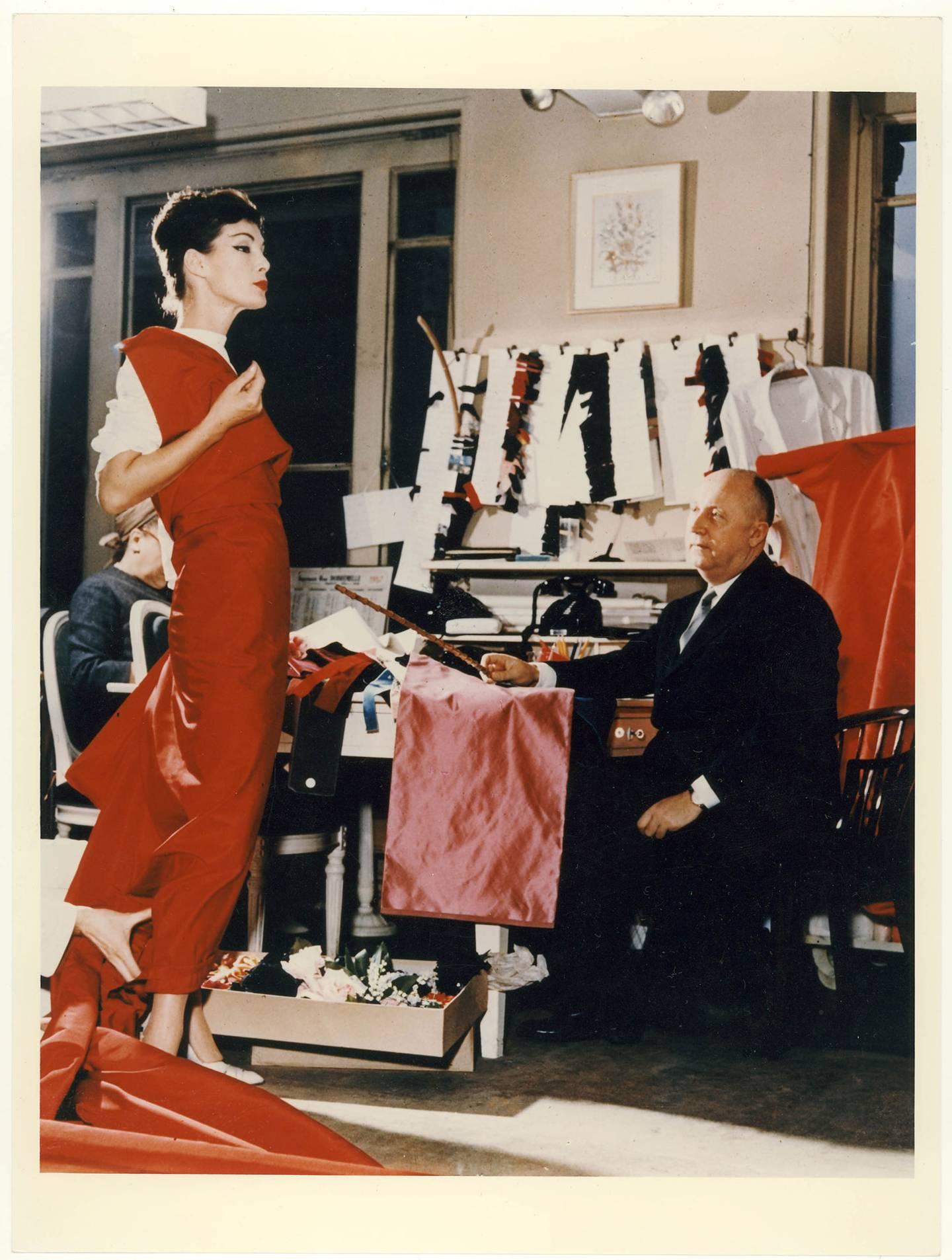 ed9e236681f V A To Extend Christian Dior Exhibition Run