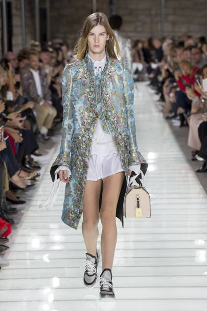 louis vuitton 2018. louis vuitton spring/summer 2018 ready-to-wear show report | british vogue n