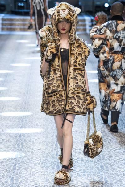 e9e756668e207 Dolce   Gabbana Autumn Winter 2017 Ready-To-Wear show report ...