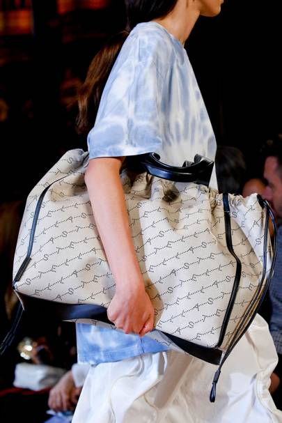 4c4555c24ca3 Bag Trends 2019  Vogue s Guide To The Biggest 2019 Bag Trends You ...