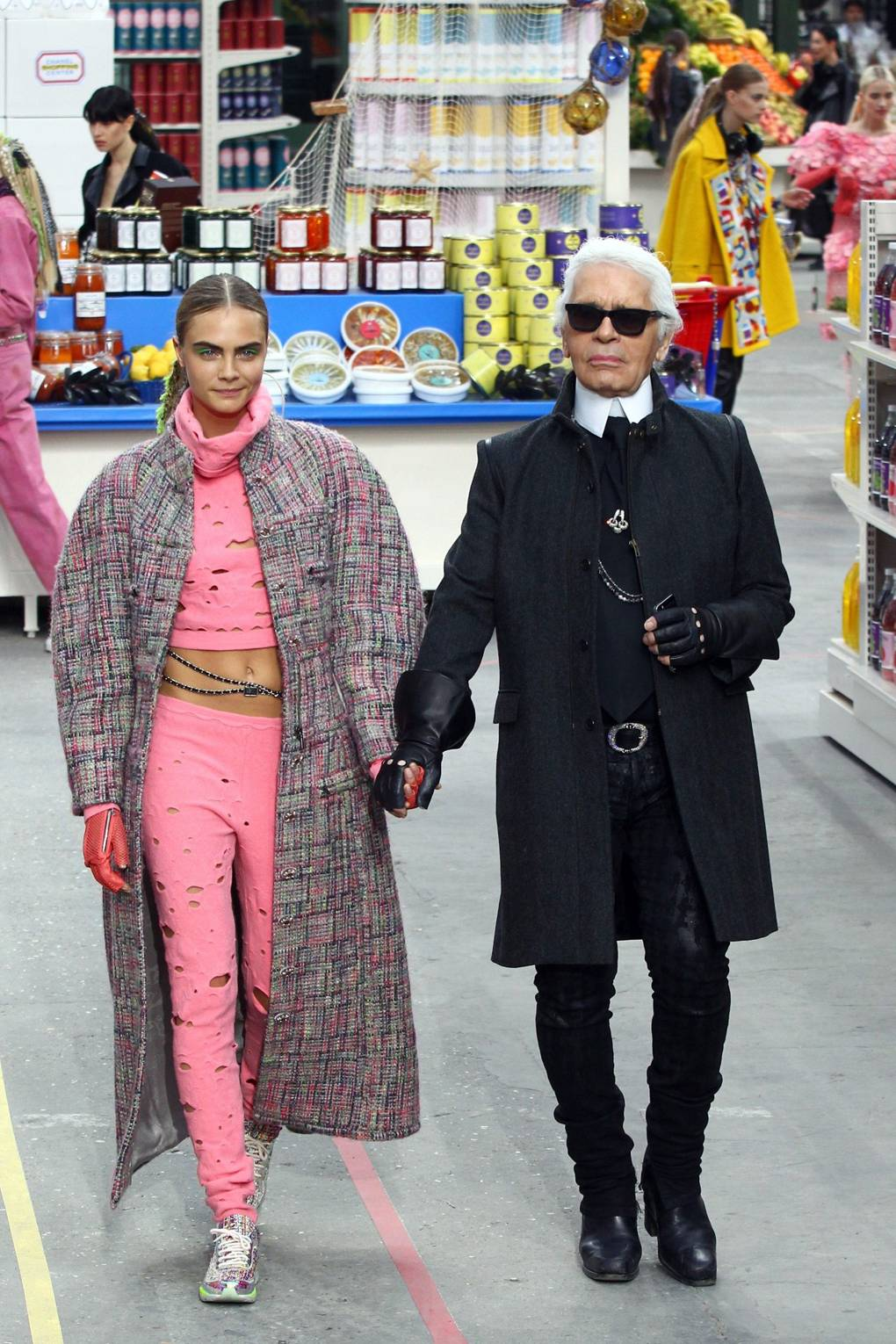 Looks - Karl Lagerfeld to receive 2015 Outstanding Achievement Award video