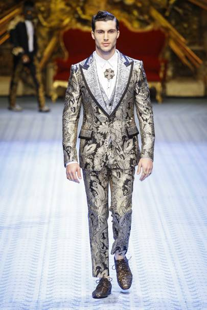 58133f3035 Dolce   Gabbana Spring Summer 2017 Ready-To-Wear show report ...